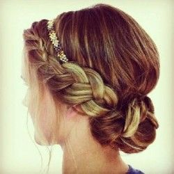 Boho Braid updo....perfect way to wear my headbands! I never seem to get the right look with my hair down ill have to experiment with updos