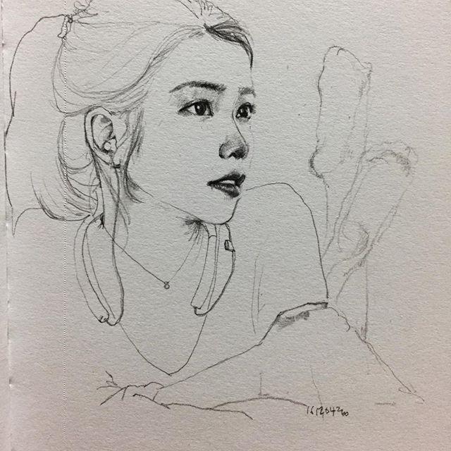 이 사진은 아니었지만 #취미 #낙서 #그림 #드로잉 #스케치 #아이유 #hobby #doodle #drawing #sketch 귀찮아하는 나의 게으름이 가장 큰 문제