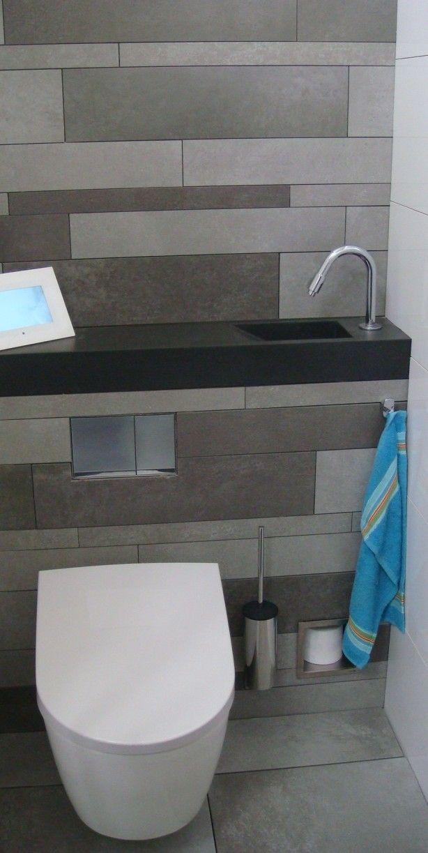 Compacte toiletruimte met fonteintje boven inbouwreservoir. Super leuk idee voor de toch al veel te kleine toiletruimtes in Nederland.  Kijk voor meer ideeën op onze site
