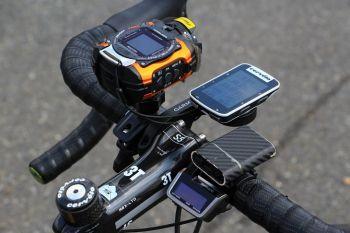 カメラとサイコン、ライトにXTRのギアインジケーターが装着されていた