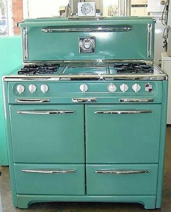 Vintage Stove--I would love to have this in my kitchen right now!
