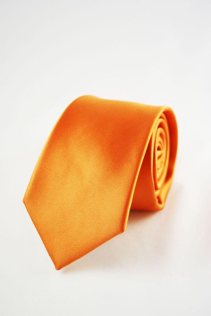 corbata naranja https://www.corbatasygemelos.es/corbatas-monocolor/639-corbata-fina-estrecha-naranja.html