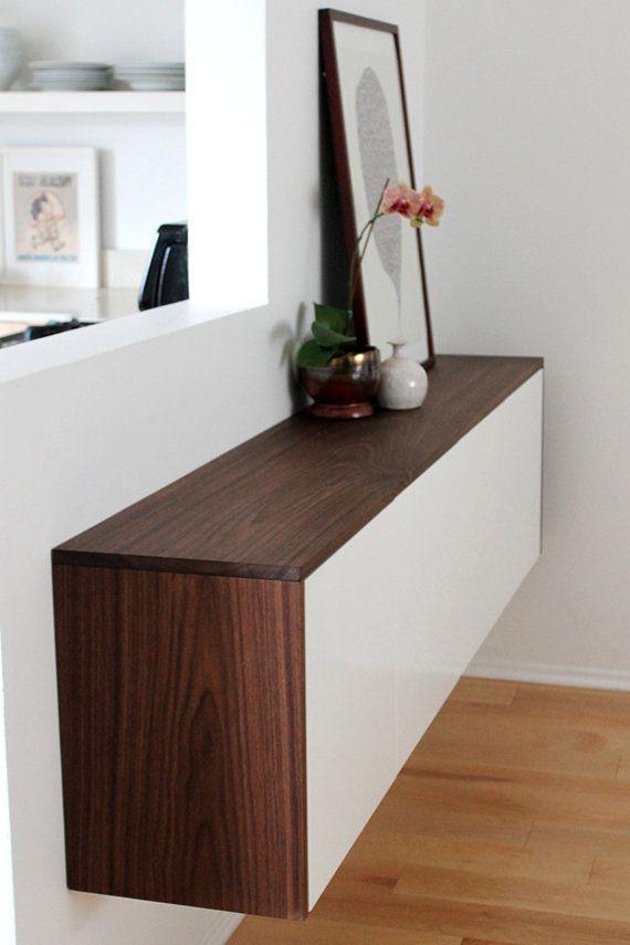 """Med ett par dörrar och några brädbitar så blir det ett riktigt modernt stilrent sidobord. <a href=""""http://www.almostmakesperfect.com/2013/02/09/making-this-a-fauxdenza/"""">Här hittar du hela instruktionen."""