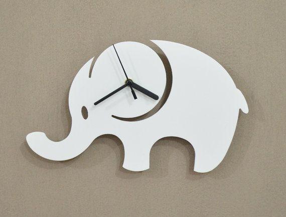 Hoi! Ik heb een geweldige listing gevonden op Etsy https://www.etsy.com/nl/listing/191618493/elephant-kids-cartoon-silhouette-wall