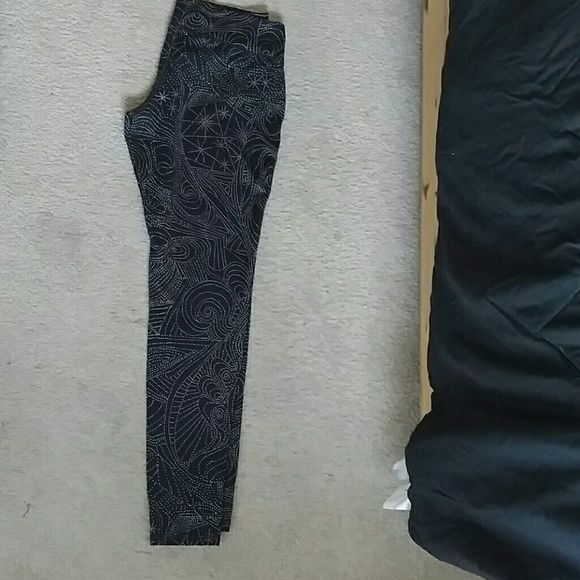 """Cute Swirl Dot Pattern Workout Leggings Adorable workout leggings great for running, the gym and yoga. Leggings are from Target and have been worn only once and washed after that per the directions. Trying to re-home some of these barely-used workout clothes in hopes they find a more active home! :) fit is ankle tight to leg, inseam 28.5"""" and the pattern is light cream colored. Mossimo Supply Co Pants Leggings"""