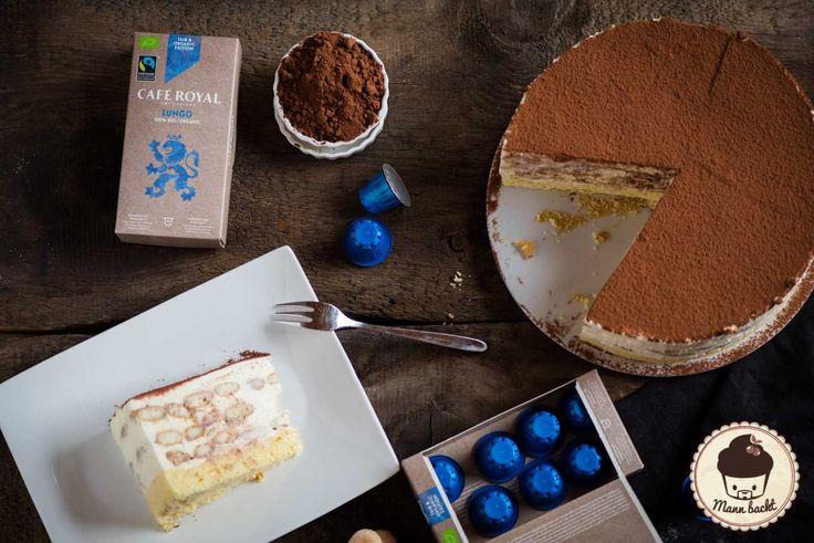 Mann backt mit Cafe Royal Tiramisu Torte (6 von 12)