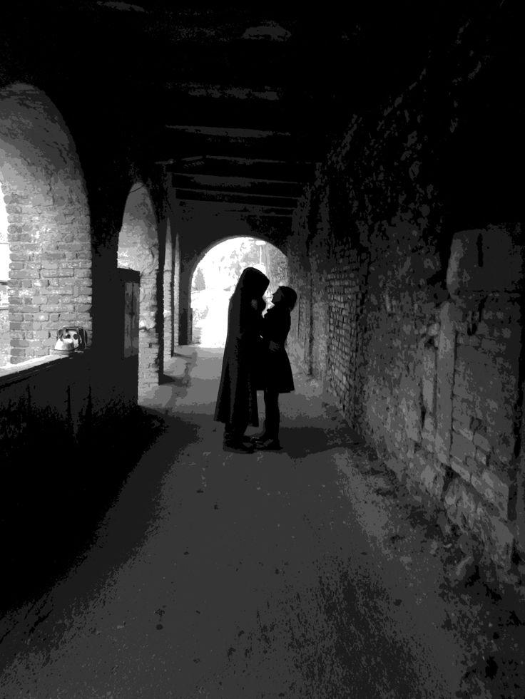 Tunel tmavý nezahřeje, avšak láska pookřeje.