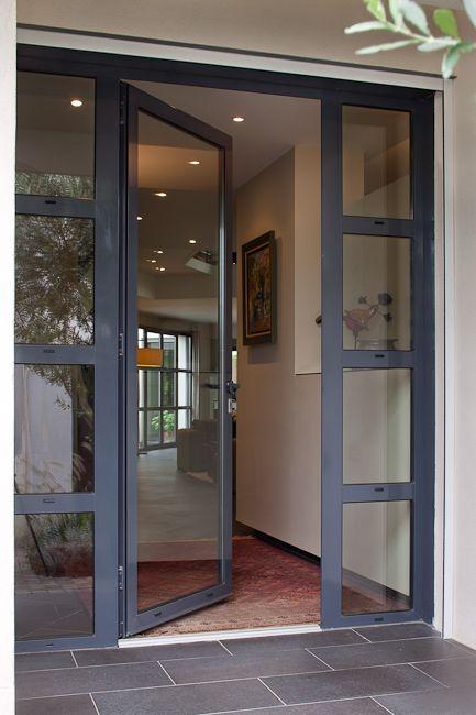 Porte d'entrée en aluminium KANADA -- Kawneer France
