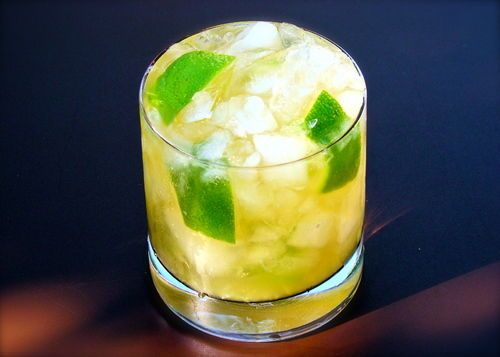 The perfect Brazilian caipirinha recipe! | ¿Qué Más?