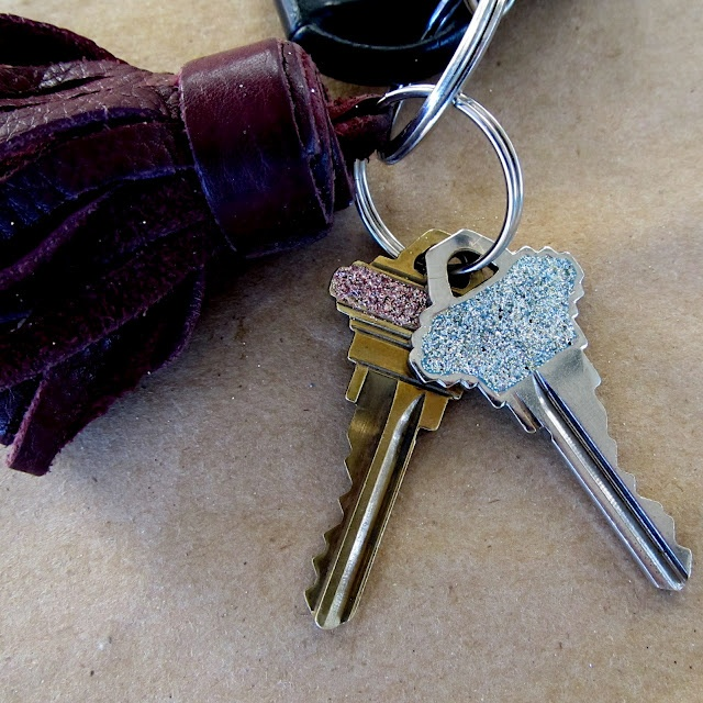 Sparkle your keys with nail polish and gliter