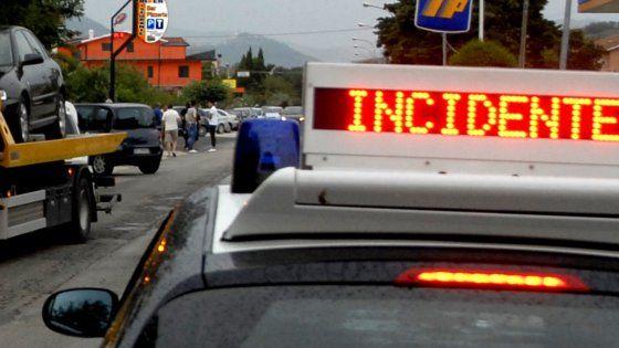 Offerte di lavoro Palermo  I due stavano viaggiando su una moto che si è schiantata contro un autocarro. Il ragazzo è figlio della compagna  #annuncio #pagato #jobs #Italia #Sicilia Incidente alle porte di Palermo: morto centauro 47enne grave un ragazzo di 11 anni