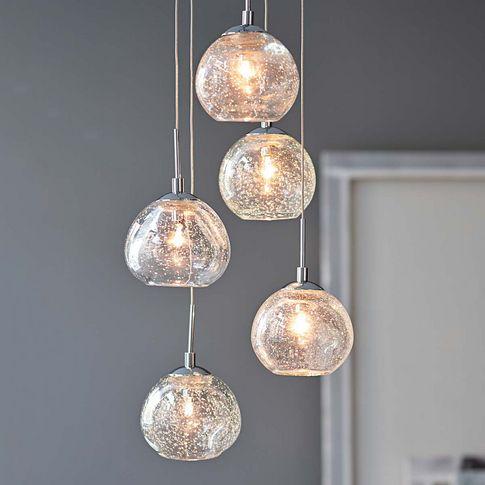 Deckenleuchte, dekorativ aus 5 transparenten Glasschirmen mit Lufteinschlüssen.