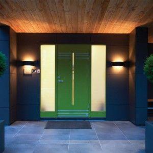 Ecco i nostri #consigli per #illuminare la porta d'ingresso all'esterno con le #luci di #design.
