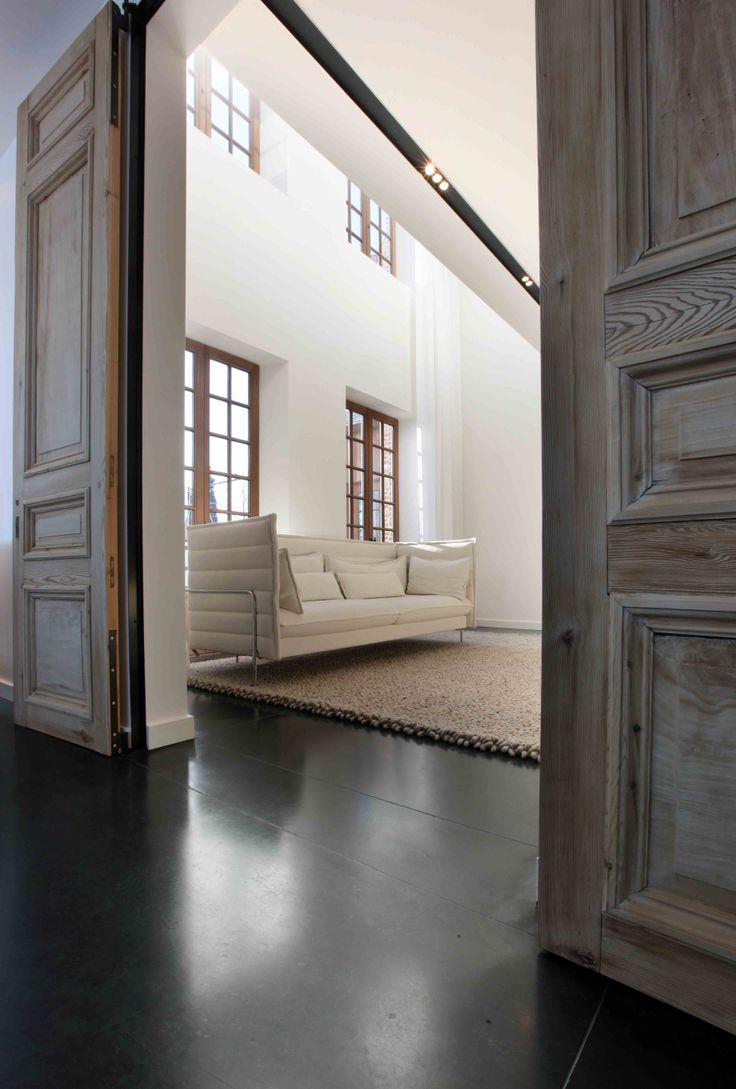 Villa met rustieke deuren