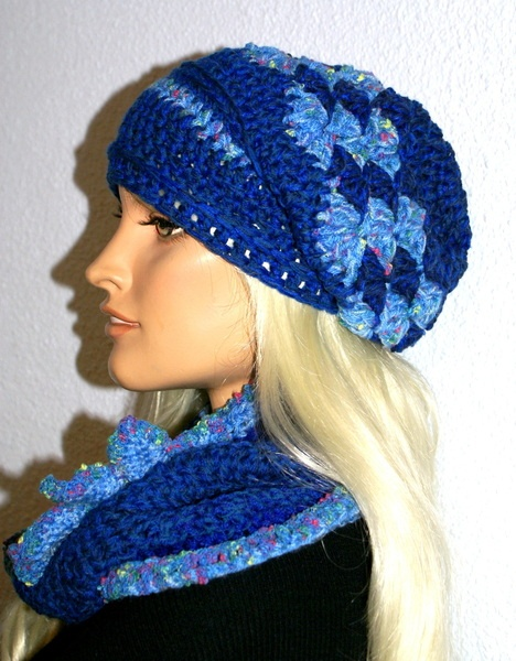 Winterset ist super weich, dick, kuschelig: Mütze Schal-Möbius (Schlauchschal) und Brosche.
