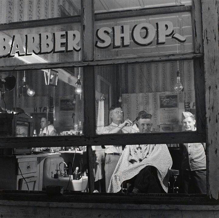 Barber shop in Andrews, Texas. 1944.