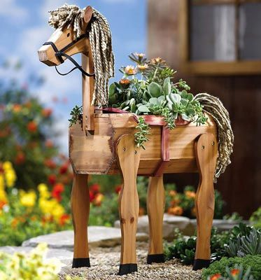 This horsey planter is adorable!: Gardens Ideas, Horsey Planters, Gardens Houses, Ponies Gardens, Gardens Planters, Gardens Yard, Hors Lovers, Gardens Baskets, Baskets Ideas