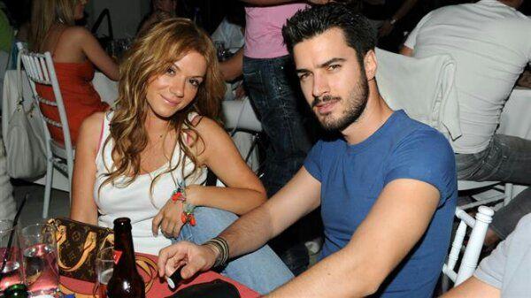 Γιάννης Τσιμιτσέλης και Βάσω Λασκαράκη... παντρεύτηκαν! - http://www.greekradar.gr/giannis-tsimitselis-ke-vaso-laskaraki-pantreftikan/
