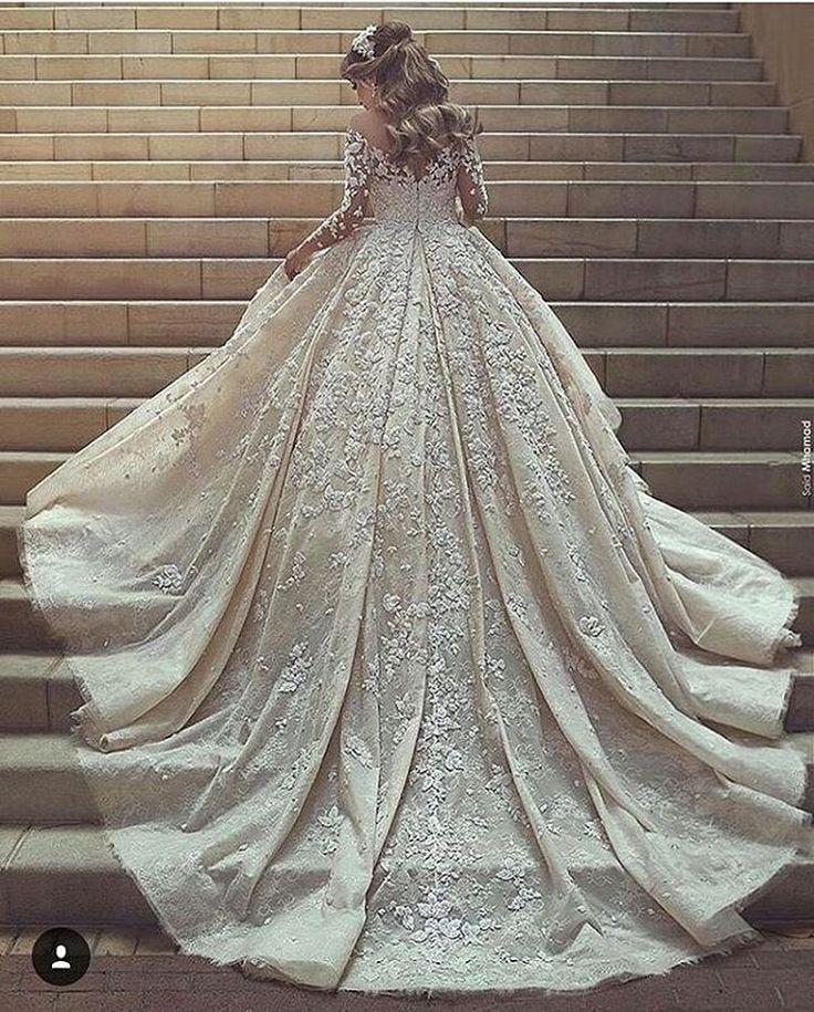 ELİTE BRAUTMODE-KLEINE KÖNIGSTR.11 #stuttgart #esslingen#müchen#göppingen#waiblingen #schorndorf #geislingen #ulm #konstanz #ravensburg #zürich#gelinlik #basel #mannheim #kleid #abendkleid #brautkleid #dress #wedding #bride #bridal#abiye#nisanlik#kaftan#follow #followme #insta #Makeup#girl #0711 http://gelinshop.com/ipost/1524203277921631056/?code=BUnDs5CATtQ