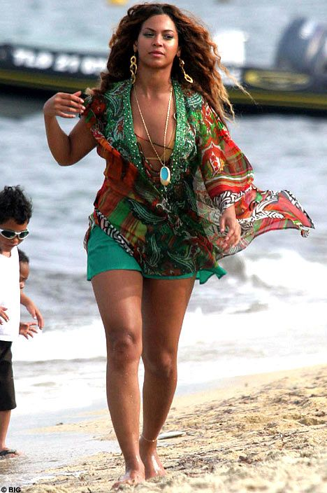 Beyonce is not a size 2, she's juicy. Green rompers with floral scarf #beachstyle #rompers #curvy