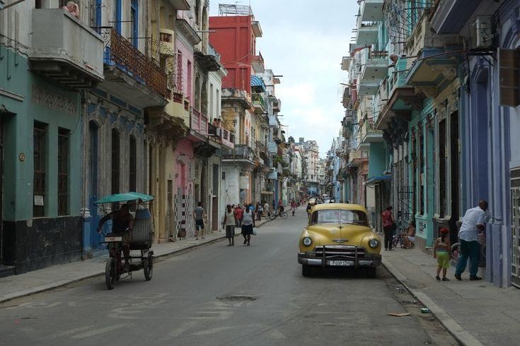 La Havane : impressions et ressentis ramassés de Julie sur une journée et 2 quartiers : Centro Habana & Habana vieja. Un voyage plein de surprises.