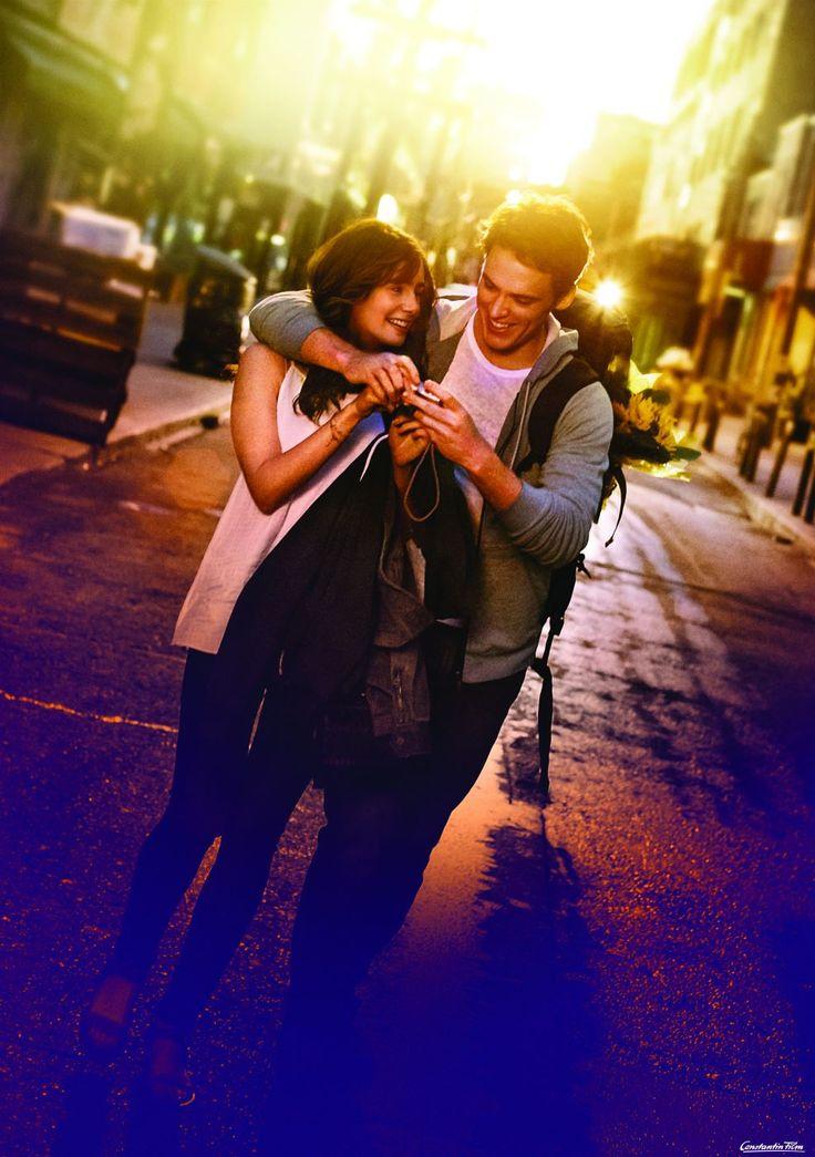Rosie (Lily Collins) und Alex (Sam Claflin) gehen zusammen durch Dick und Dünn  © 2014 Constantin Film Produktion