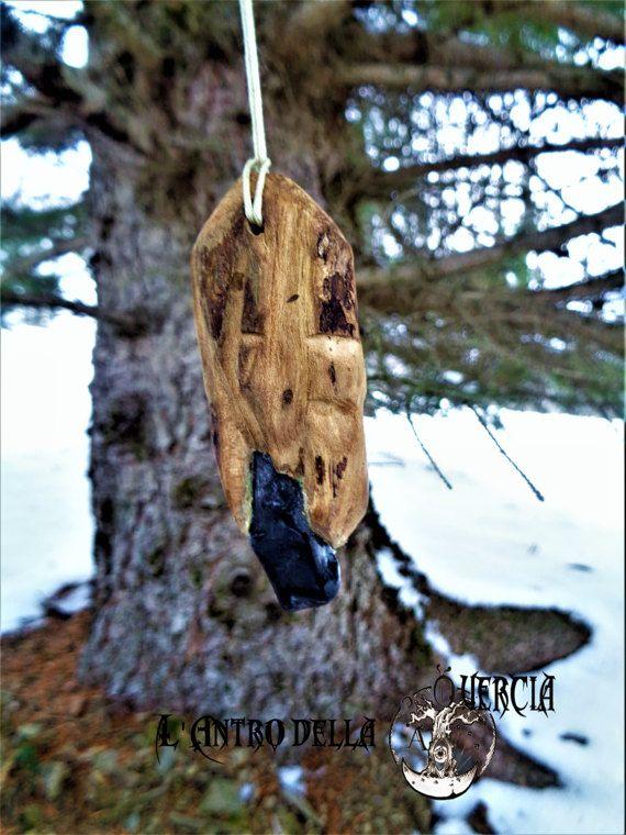 Amuleto nero   Shungite incastonata in legno di AntroDellaQuercia