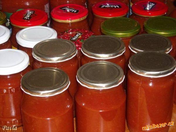 KEČUP -- Rajčata, jablka a cibuli nakrájím na čtvrtky, přidám ostatní ingredience a vařím za občasného zamích...