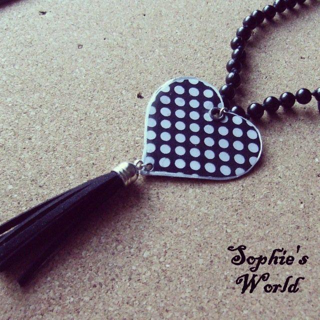 #long_necklace #black_n_white #black_pearls #suede #tassel #polca_dot #heart  Sophie's world μακρυ κολιε με χειροποιητη πουα καρδια κ σουετ φουντιτσα