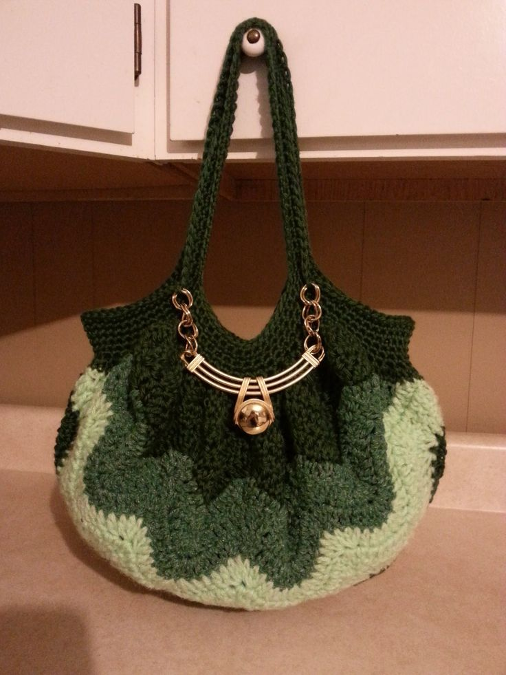 #Crochet Chevron Purse Bag Handbag #TUTORIAL  Use this handle: https://www.youtube.com/watch?v=DLkpUqnYKyU  To get this look: https://www.facebook.com/photo.php?fbid=684279764953245set=gm.10152294928912798type=1theater  this yarn: http://www.anniescatalog.com/detail.html?code=805941source=YLESEMGgclid=CNSmwt7Bu78CFUcV7AodrD8Abw