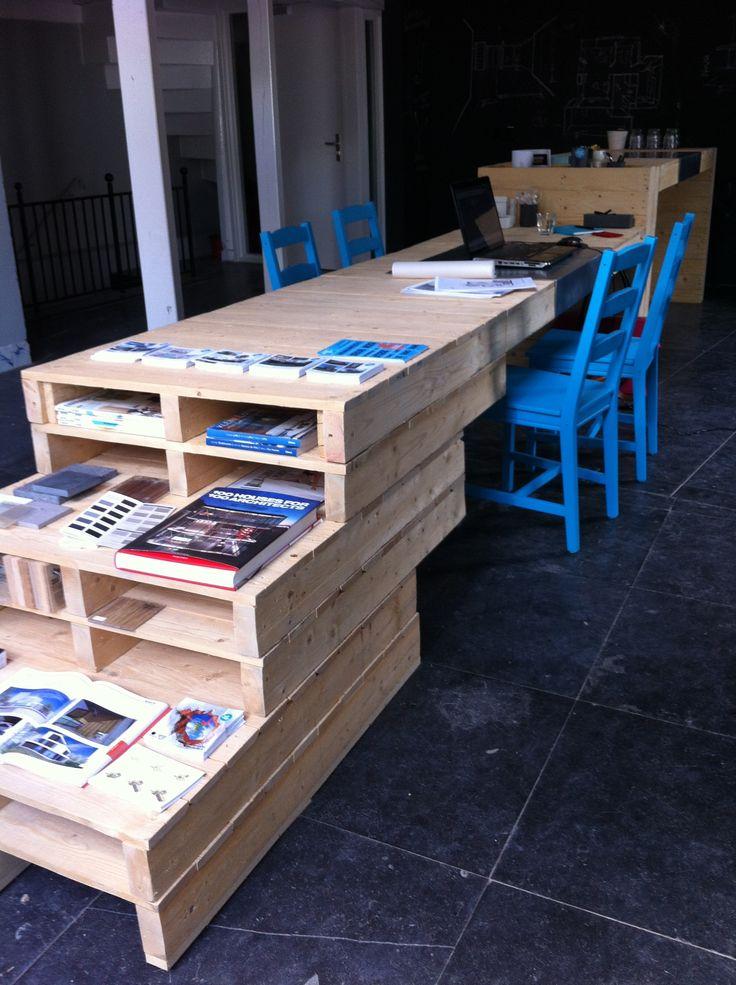 Pop up store Architectenwinkel ingericht met meubel van pallets   P.u.P. — Pop up Pallets #workspace