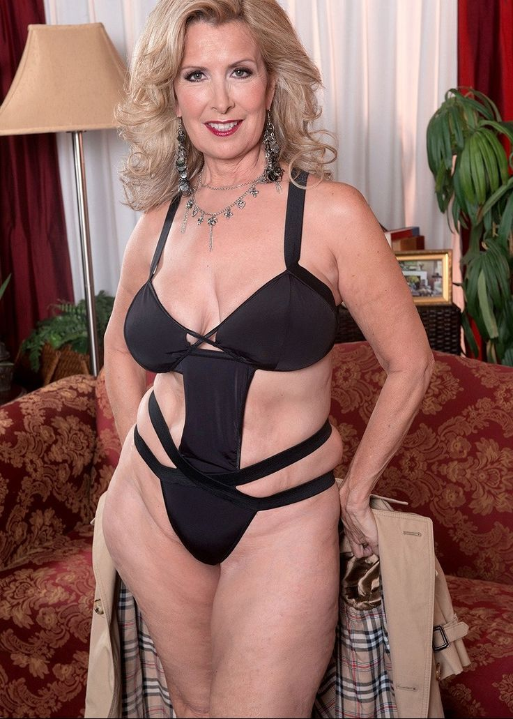 Beautiful Mature  Curves  Sexy Older Women, Laura Layne -9185