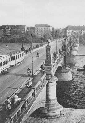 Frankfurt-Oder Die Stadtbruecke mit Strassenbahn Richtung Dammvorstadt (Heute Polen) 30er Jahre