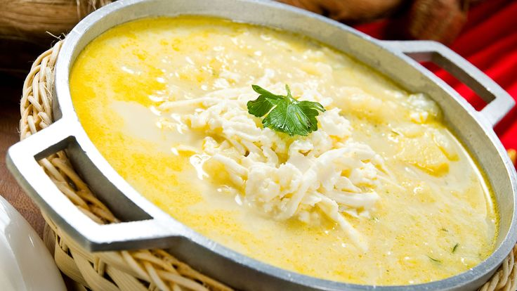 One of the traditional soups of the Ecuadorian Sierra, made with potatoes, achiote, cheese, and cilantro. A rich and delicious soup that you have to try. Different Food Cultures, Different Recipes, Potato Cheese Soups, Potato Soup, Passionfruit Recipes, Breakfast Bowls, Special Recipes, Stuffed Hot Peppers, Recipe Of The Day
