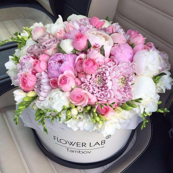 Поздравлением днем, открытка с днем рождения цветы в коробке пионы