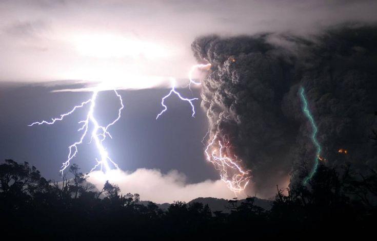 Ausbruch des Chaitén-Vulkans: Forscher löst Rätsel um grünen Blitz      Das...