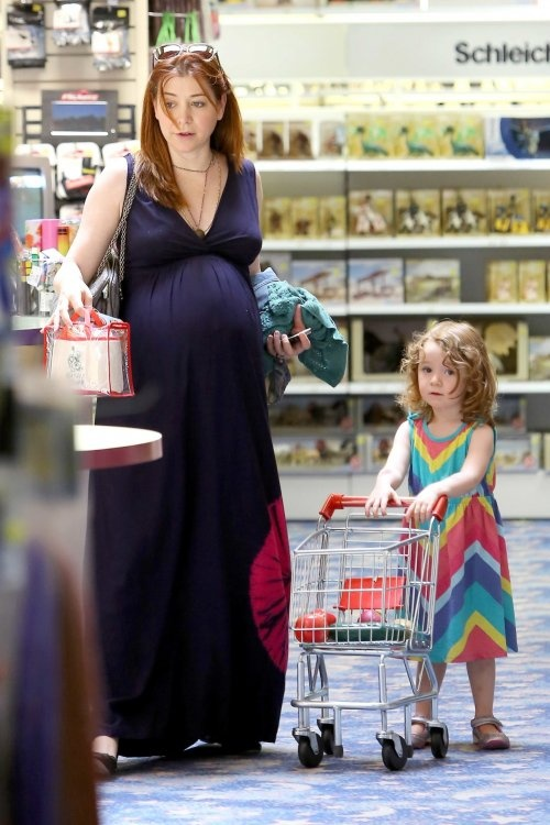 Alyson Hannigan and her daughter =) Both adorable!