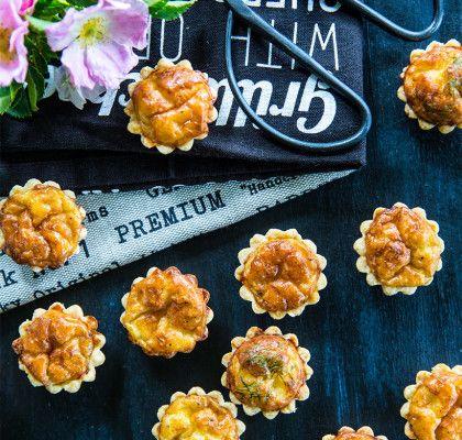 Små minipajer med ost och kummin