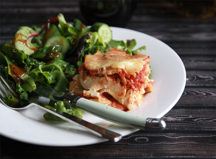Slowcooker Ravioli Lasagne: five ingredients, five minutes of prep and switch on the slowcooker for an awesome dinner.