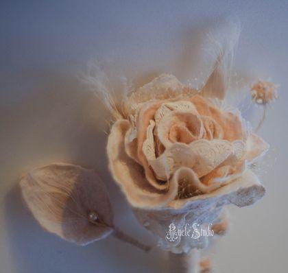 Свадебные цветы ручной работы. Букет для невесты + бутоньерка. AneleStudio. Ярмарка Мастеров. Бутоньерка, цветы для свадьбы, кружево, перо