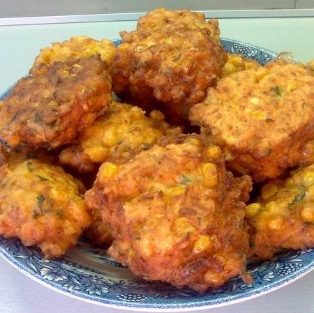 Egy finom Zöldséges kukoricafasírt (pufánk) ebédre vagy vacsorára? Zöldséges kukoricafasírt (pufánk) Receptek a Mindmegette.hu Recept gyűjteményében!