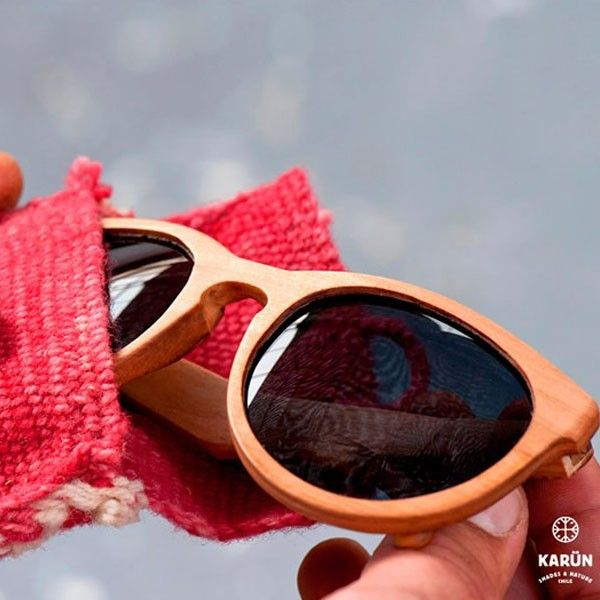 """Karün Hacer anteojos de lujo del árbol caído - Estos anteojos de moda, nacieron como respuesta contraria a la moda del plástico """"se pueden hacer cosas de calidad, con materia prima chilena y con estilo"""" - El Definido"""