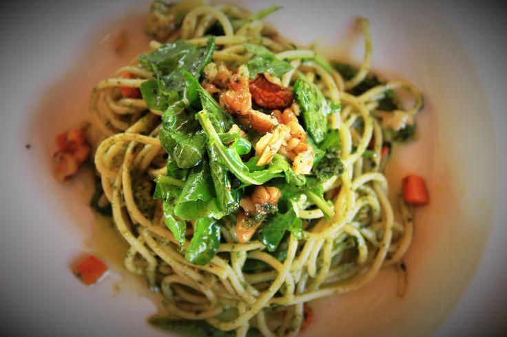 Spaghetti with wild rocket, walnuts and blue cheese in a pesto essence