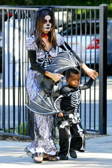 Sandra Bullock y su hijo, una aterradora pareja en Halloween
