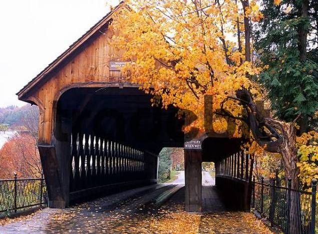 Woodstock Middle Bridge, one of the famous New England Covered bridges, Massaschussets, USA