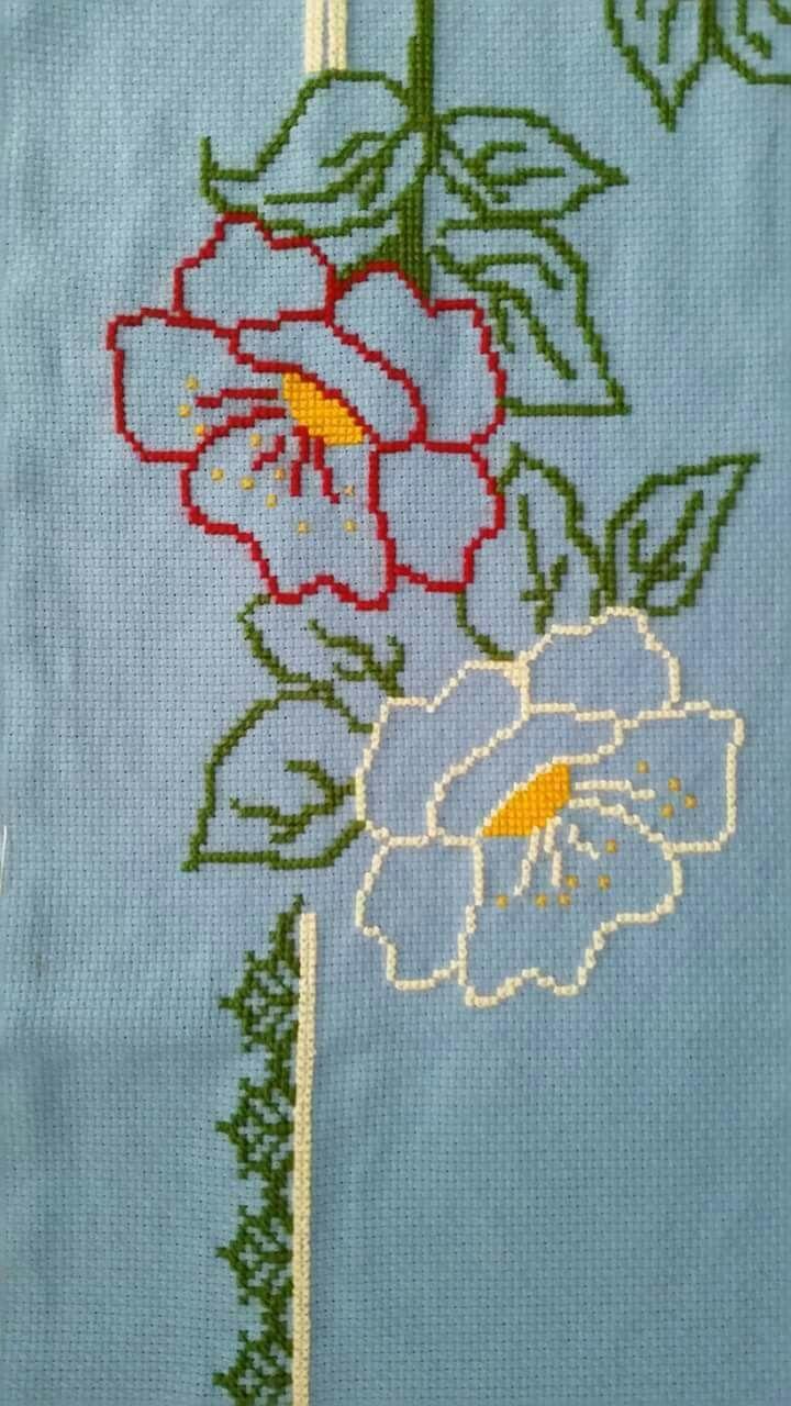 Ponto cruz flor colorida com capa