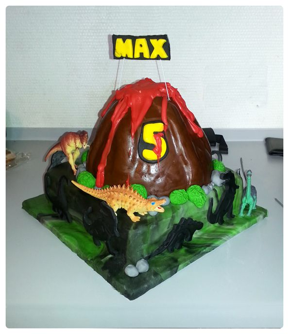 Dinosaurus vulkaan taart / dinosaur vulcano cake