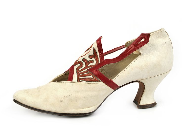 1920s Austrian White Leather Shoes with a Tongue Decorated with Red Leather Applique.