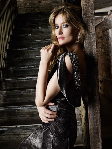 RemChic: Natascha McElhone: Proof that Beauty Exists Beyond 40