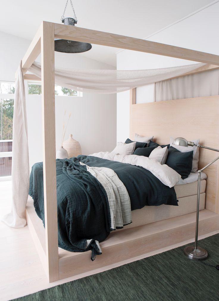 HIMLA Sunshine bed linen in washed pure linen and Hannelin linen bedspread.